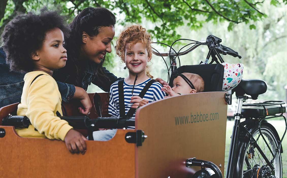 Kinder sind im Lastenfahrrad besser aufgehoben als auf dem Gepäckträger