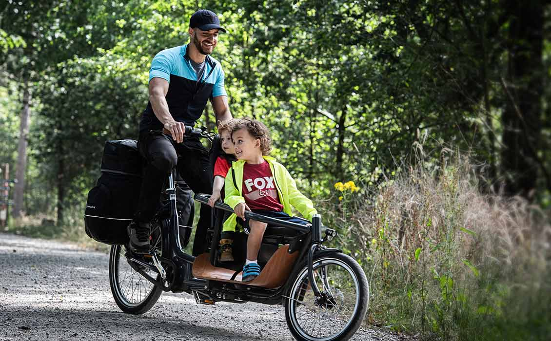 Fahrrad mit Kindersitz vorne, sehr schlank